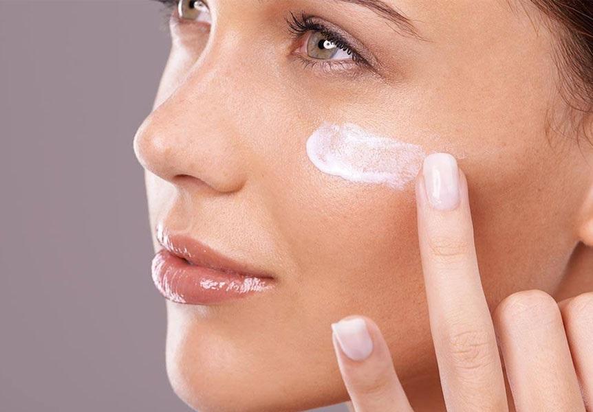 استفاده از مرطوب کننده برای درمان جوش بعد از اصلاح صورت