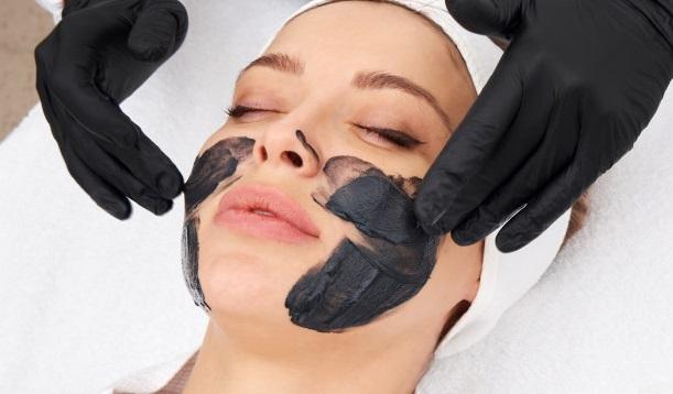 فواید ماسک زغال برای پوست صورت و نحوه استفاده آن