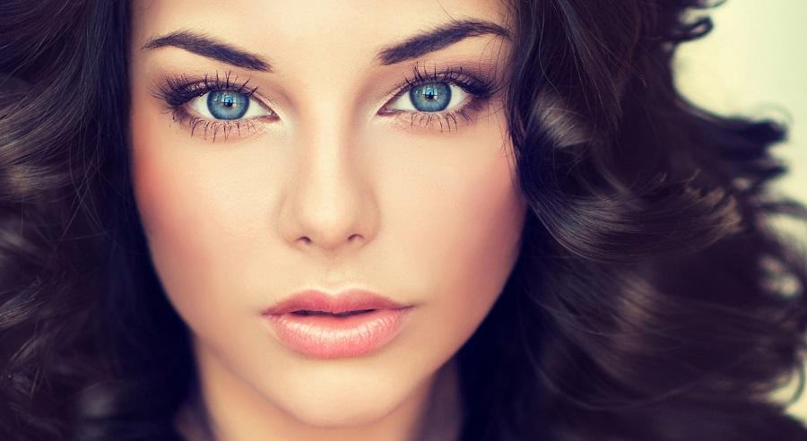 آرایش چشمان آبی