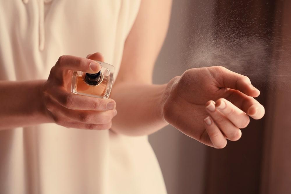 طرز استفاده از عطر