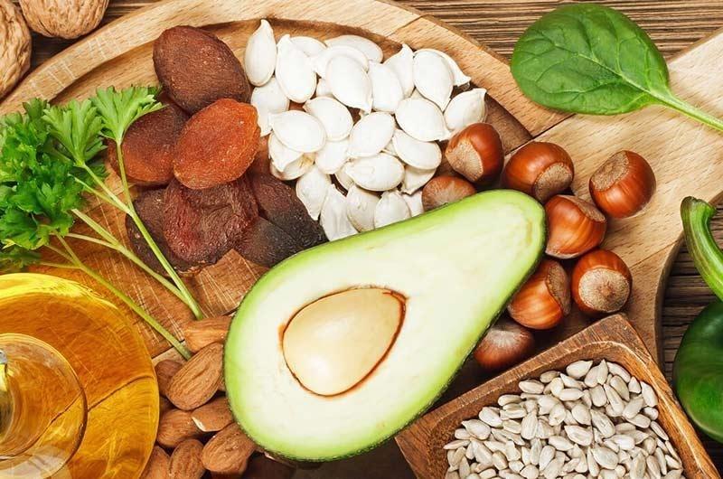 غذاهای حاوی ویتامین ای برای پرپشت شدن مژه