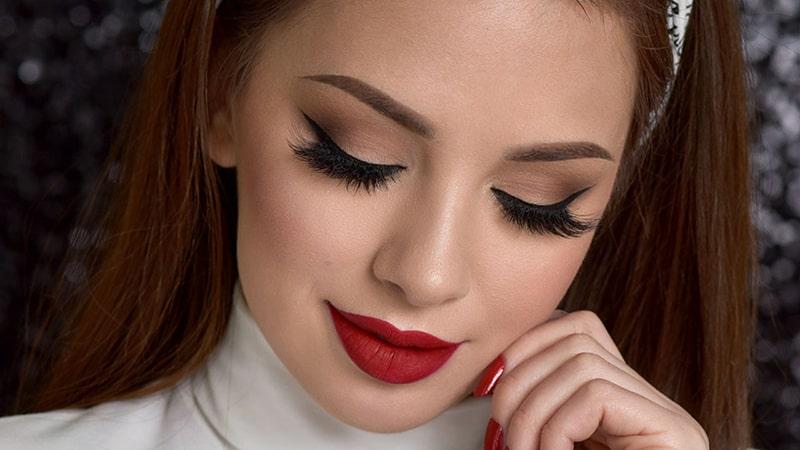 انواع خط چشم مناسب آرایش با رژ لب قرمز