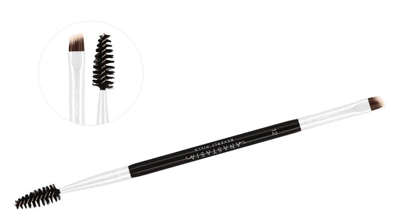 براش ابرو یکی از انواع براش ها و اسفنج های پرکاربرد آرایشی