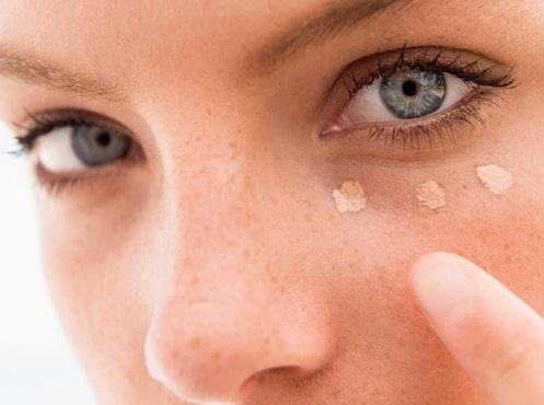کانسیلر زدن اولین مرحله در آرایش چشم مرحله به مرحله
