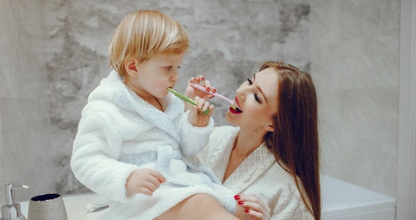روش صحیح مسواک زدن کودکان