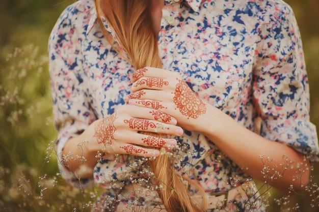آموزش طرح حنا روی دست