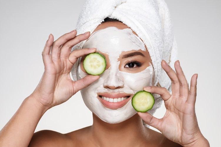 ماسک خیار برای درمان گودی چشم