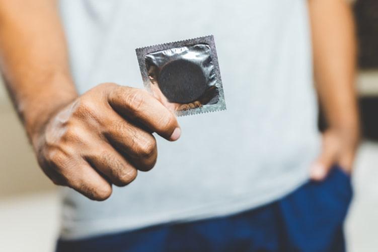 استفاده از محصولات مراقبت جنسی در حین رابطه