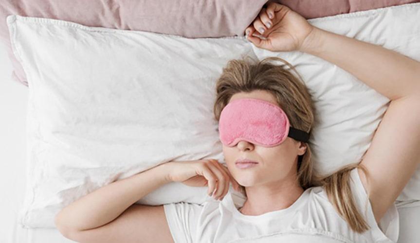 تاثیر کم خوابی بر پف زیر چشم