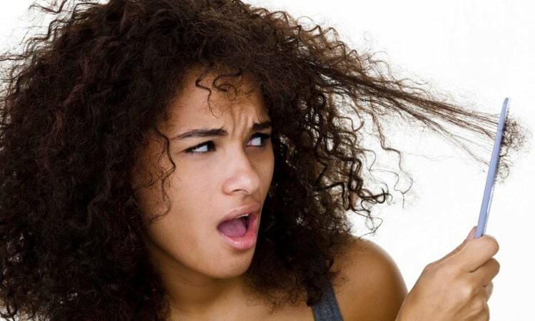 شانه کردن موهای فر