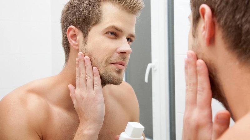 کرم مرطوب کننده مناسب پوست اقایان