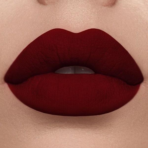 رژ لب قرمز پر رنگ