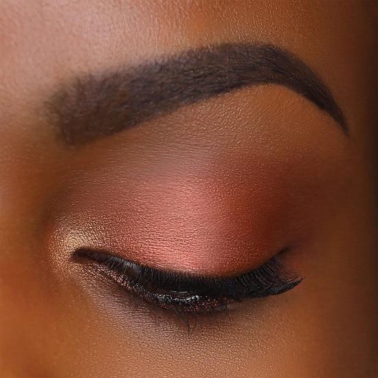 سایه چشم برای آرایش چشم مشکی با پوست سبزه