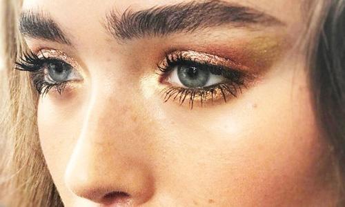 چشم بادومی