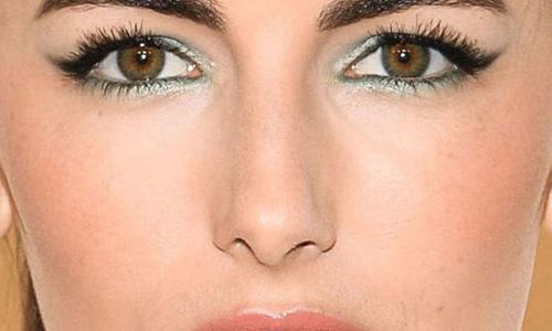 آرایش چشم رو به پایین