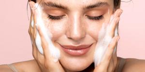 پاکسازی منافذ پوست در خانه