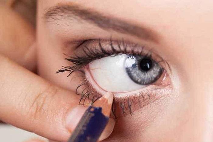 درمان حساسیت چشم به لوازم آرایش