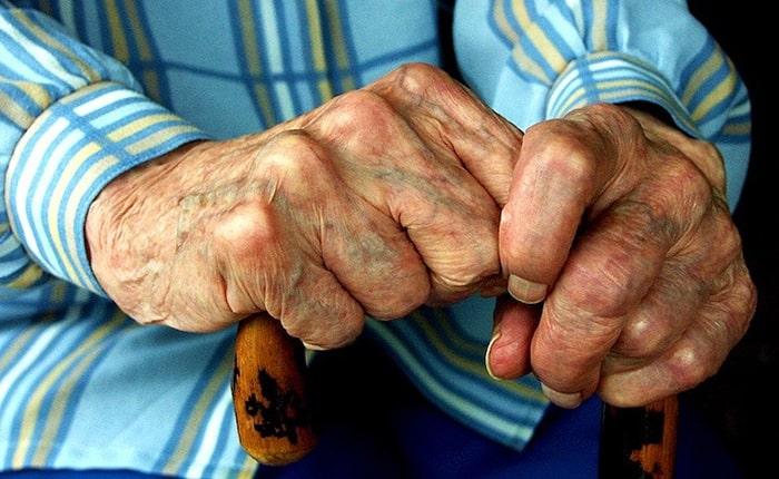 افزایش سن و نازک شدن پوست دست
