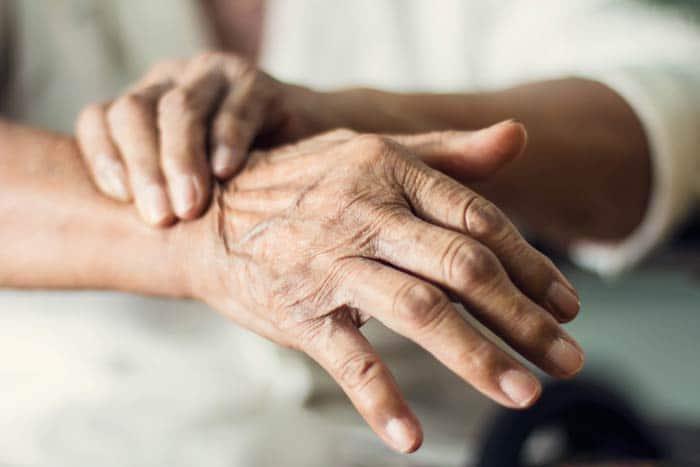 علت چروک شدن پوست دست