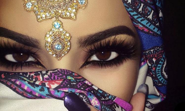 مژه های بلند در آرایش چشم عربی