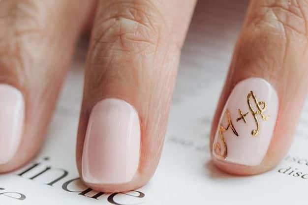 طراحی اسم عروس و داماد بر روی ناخن