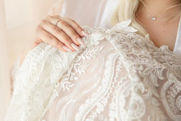 لاک سفید ناخن عروس
