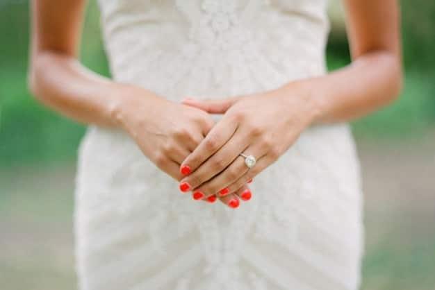 رنگ قرمز در طراحی ناخن برای عروس