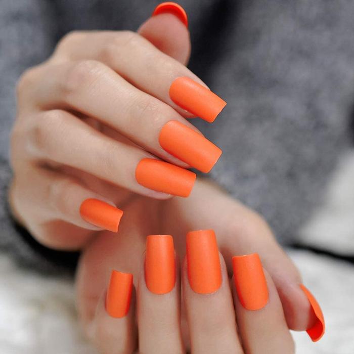لاک نارنجی، بهترین رنگ لاک برای پوست سفید
